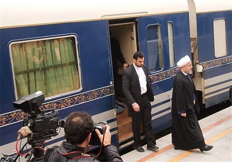 روحانی با قطار وارد سمنان شد (+عکس)