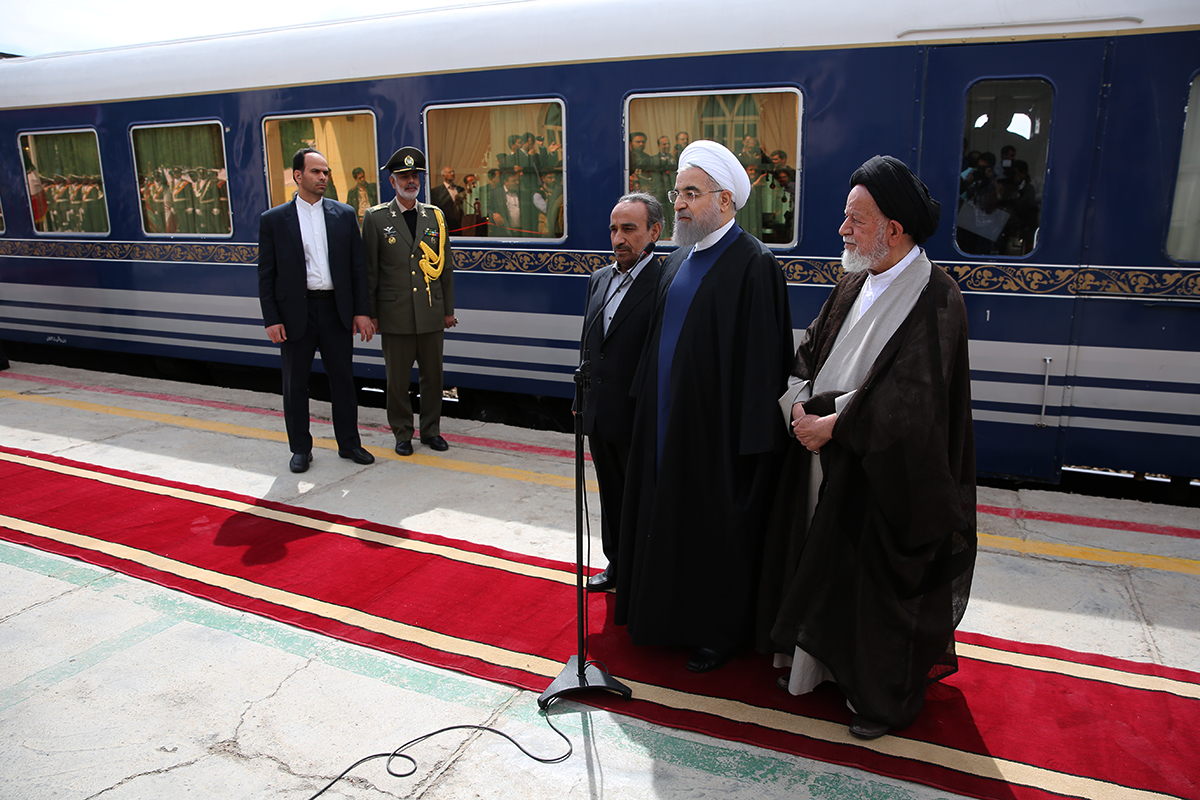 روحانی وارد سمنان شد (+عکس)