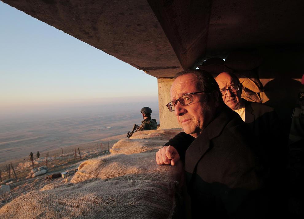 بازدید اولاند از مواضع داعش (+عکس)