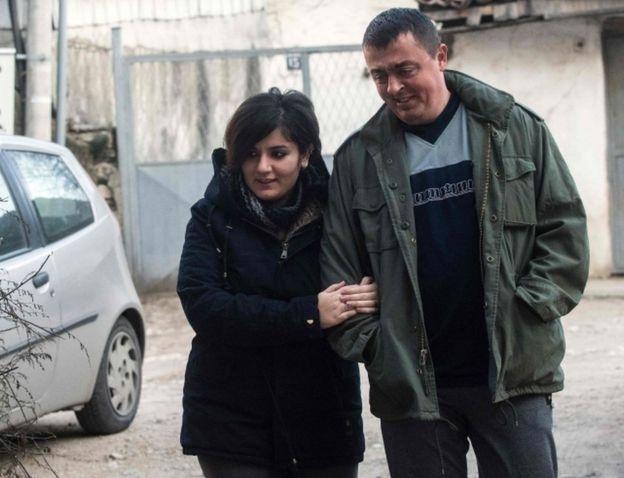 ازدواج پناهجوی عراقی با مرزبان مقدونی (+عکس)