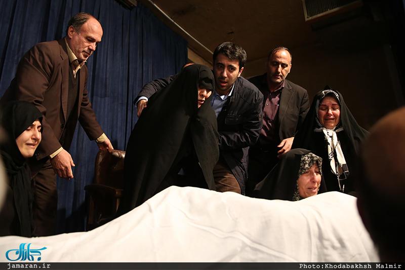 مراسم وداع با پیکر آیت اللههاشمیرفسنجانی در حسینیه جماران (+عکس)