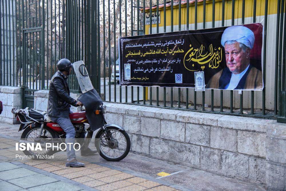 خیابان انقلاب ساعاتی مانده به تشییع آیت الله هاشمی رفسنجانی (+عکس)