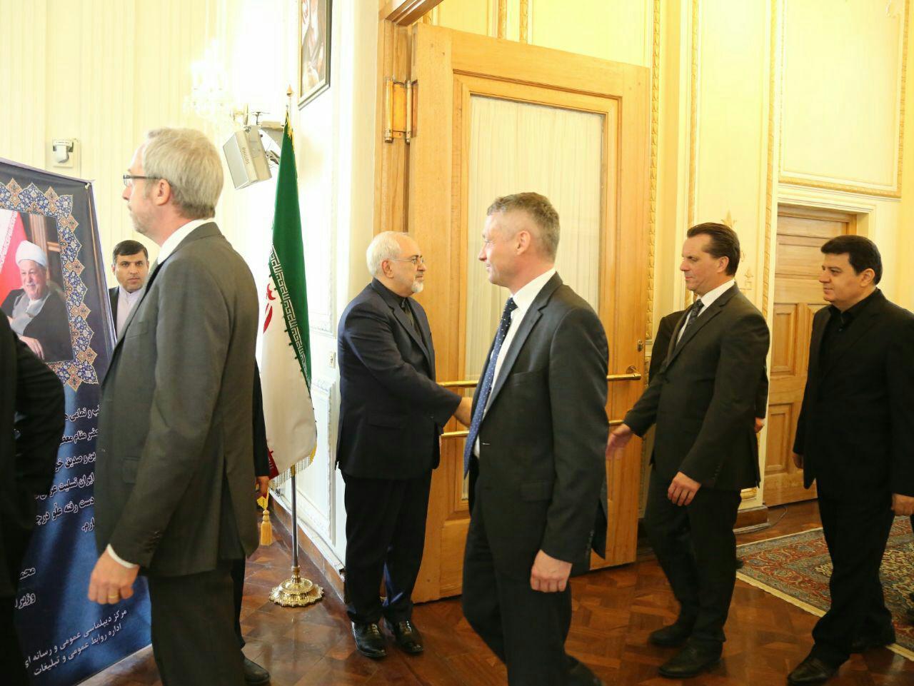 حضور سفرای خارجی در وزارت خارجه برای تسلیت درگذشت هاشمی (عکس)