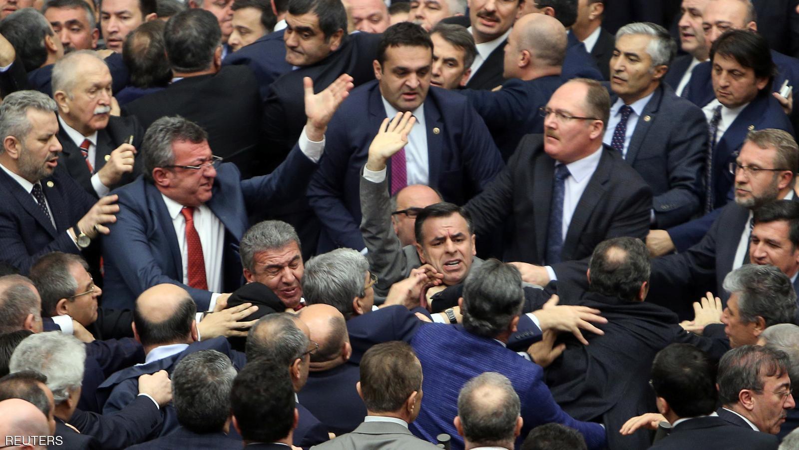 کتک کاری در پارلمان ترکیه (عکس)