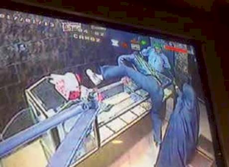 سرقت مسلحانه 5 مرد از طلافروشی در دماوند (+عکس)