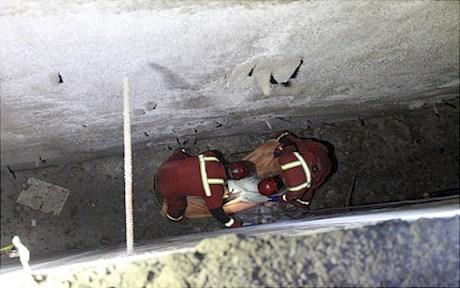 سقوط مرد جوان در کانال فونداسیون ساختمان (+عکس)