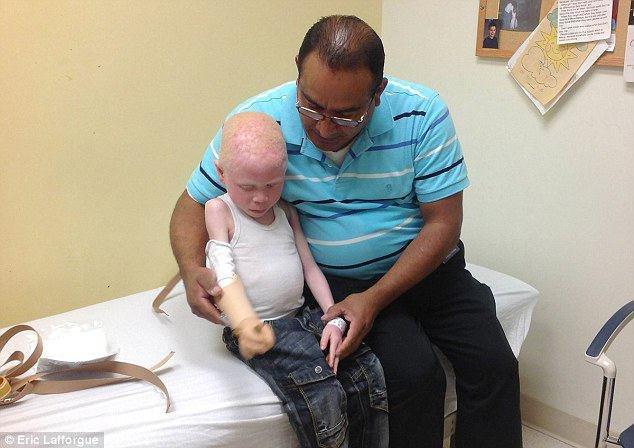 پدری یک دست پسرش را فروخت! (+ عکس)