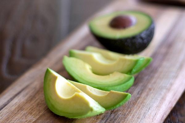 پوستی قوی و درخشان با این مواد غذایی