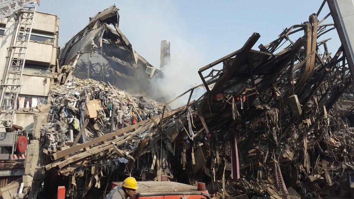 ساختمان پلاسکو فروریخت (+عکس و فیلم ) / دهها آتش نشان زیرآوار ماندند / 30 کشته و  35 زخمی