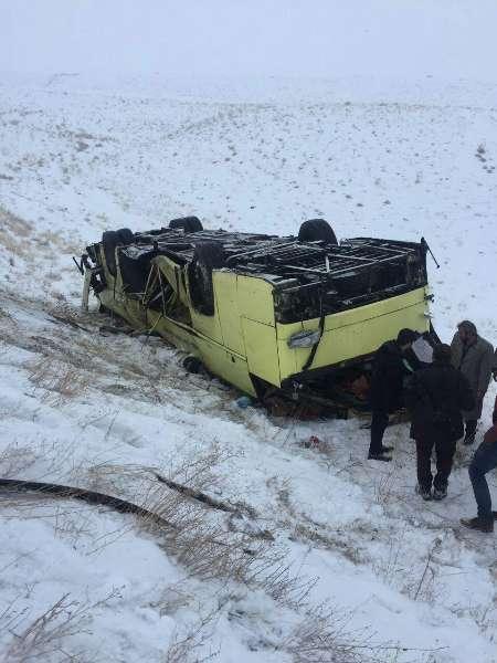 واژگونی اتوبوس در جاده سلماس- ارومیه/ 4 کشته (+عکس)