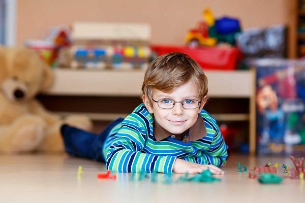 نشانههای خاموش تنبلی چشم در کودکان