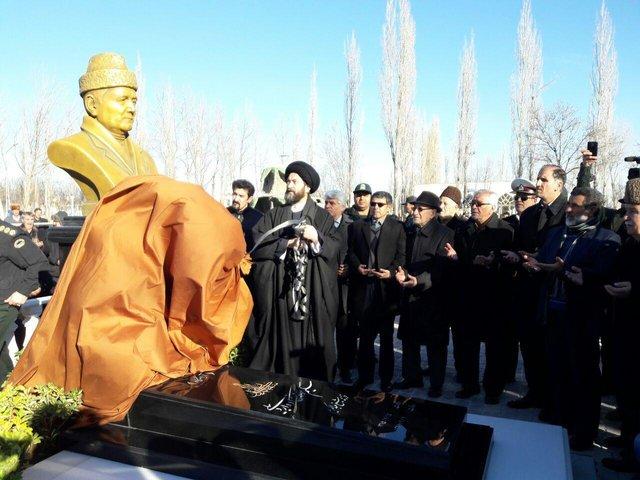 مقبره و سردیس سلیم موذنزاده اردبیلی رونمایی شد (+عکس)