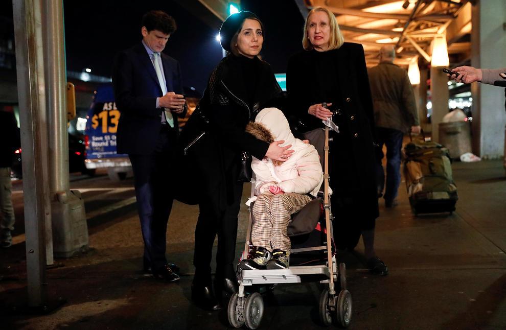 دختر 12 ساله ایرانی برای درمان به آمریکا رسید (+عکس)
