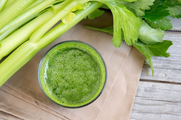 10 ماده غذایی قلیایی که سلامت را بهبود میبخشند