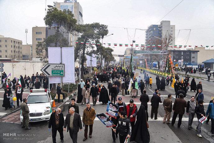 راهپیمایی 22 بهمن در تهران (+عکس)