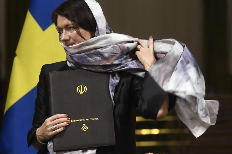 انتقاد از حجاب گذاشتن وزرای زن سوئدی در تهران