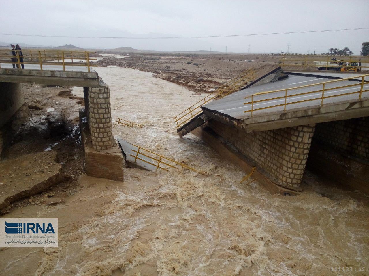 ریزش پل و بسته شدن جاده جهرم - شیراز (+عکس)