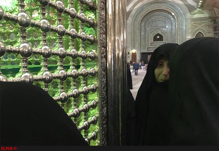 آمادهسازی حرم امام برای برگزاری مراسم اربعین آیتالله هاشمی/ حضور فاطمه هاشمی بر مزار پدر (+عکس)