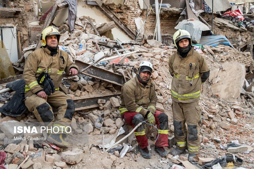 اظهارات تکاندهنده آتشنشانان: به شهرداری اعتراض کردیم تهدید شدیم/ ۵ هزار نفریم با هزار لباس کهنه