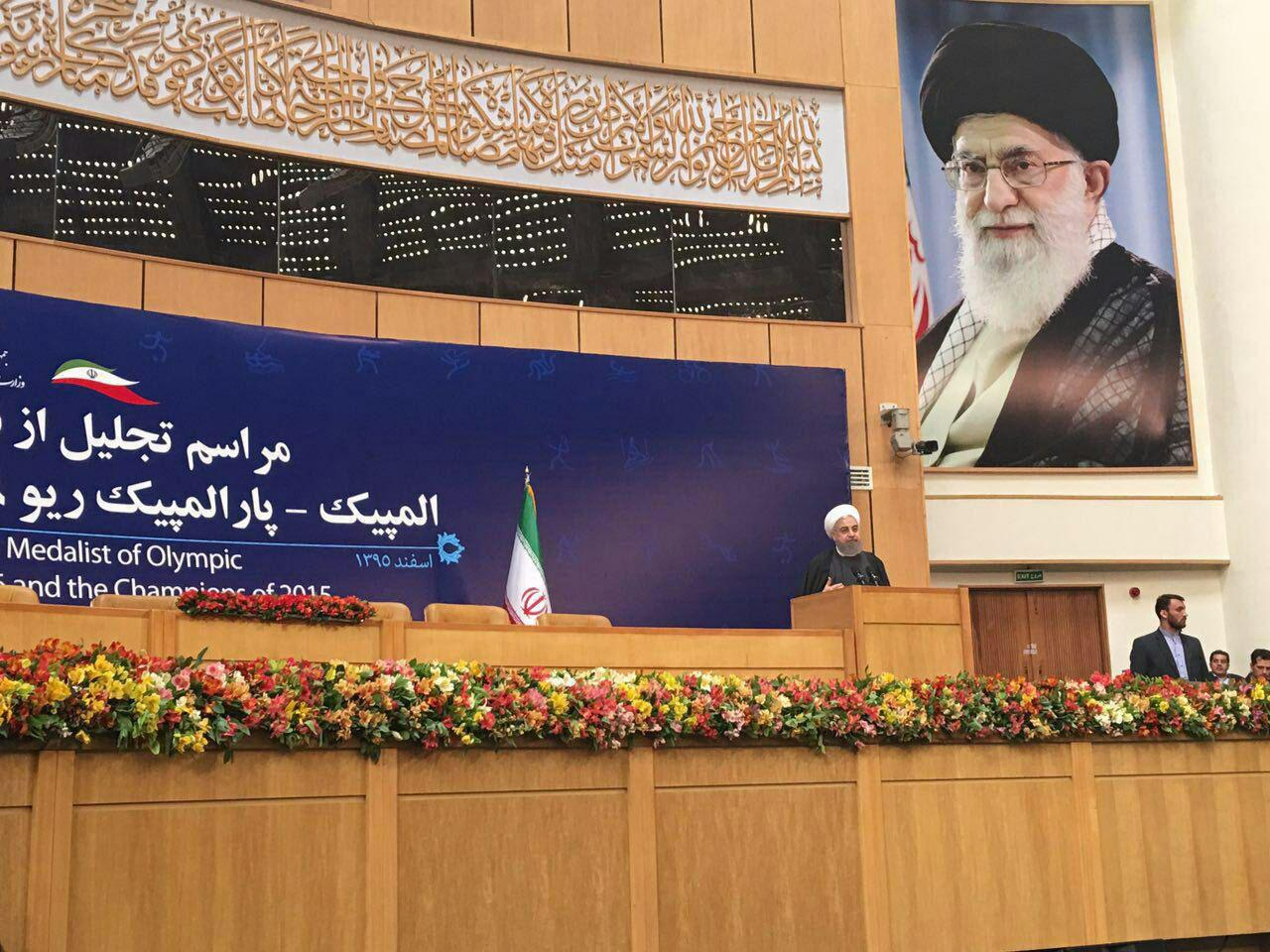 روحانی: چرا برخیها نصفه خالی لیوان آب را میبینند/ ایجاد ناامیدی ضربه به حرکت ملی است