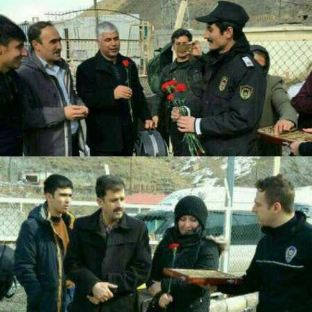پذیرایی ماموران گمرک ترکیه از شهروندان ایرانی با گل و شیرینی