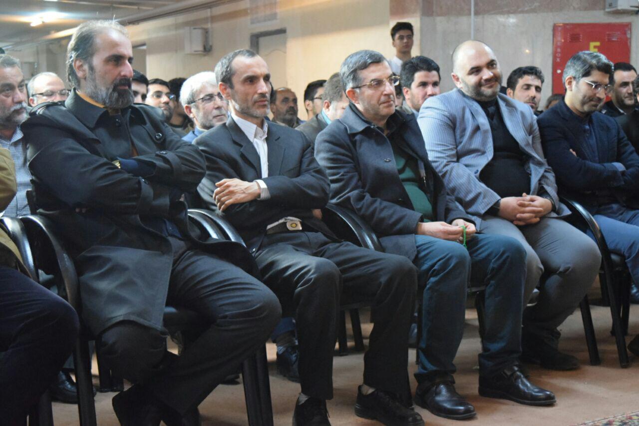 بقایی: من افتخار می کنم که بدون اجازه دکتر احمدی نژاد آب نخورم/ راه من، راه و روش استادم دکتر احمدی نژاد است