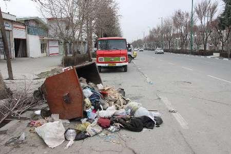 کارگران معترض شهرداری بروجرد زباله ها را جمع آوری نکردند (+عکس)