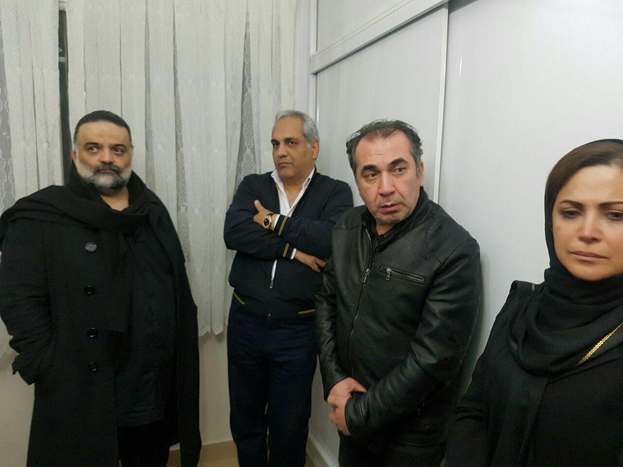حضور هنرمندان در منزل مرحوم علی معلم (+عکس)