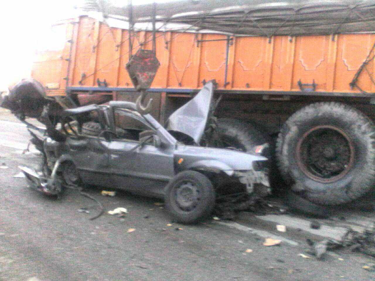له شدن پراید زیر چرخهای کامیون/ 5 نفر کشته شدند