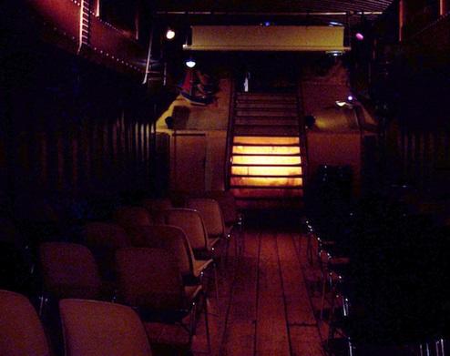 سالن رمانتیک داخل قایق (+عکس)