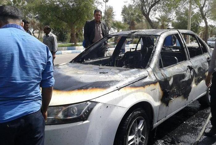 آتش زدن دنا جلوی نمایندگی ایران خودرو(عکس)