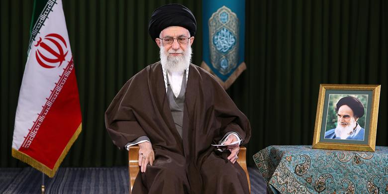 رهبر معظم انقلاب اسلامی سال ۹۶ را سال «اقتصاد مقاومتی: تولید- اشتغال» نامگذاری کردند