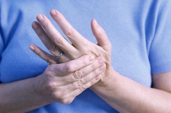 نشانههایی که به خطر آرتریت سوریاتیک اشاره دارند