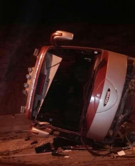 واژگوني اتوبوس در مسیر شيراز - اصفهان