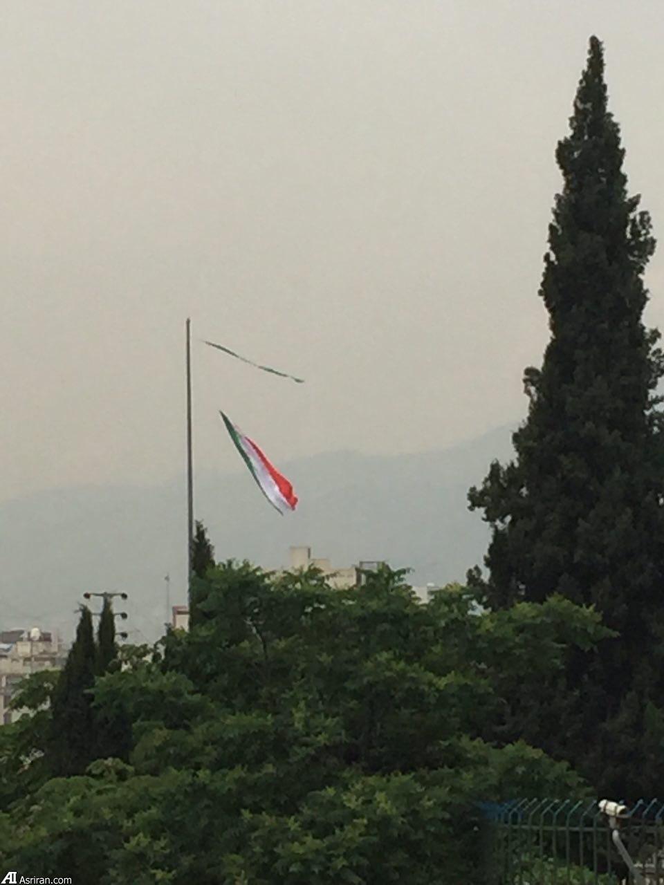 پرچم باید برافراشته باشد نه این گونه! (+عکس)