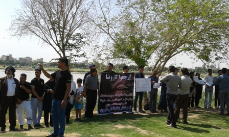 زنجیره انسانی اهوازی ها علیه انتقال آب کارون (+عکس)
