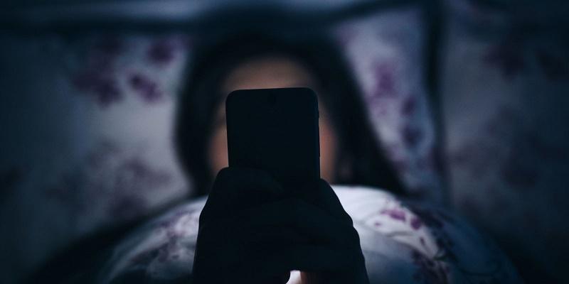 به این دلایل گوشی موبایل را با خود به رختخواب نبرید