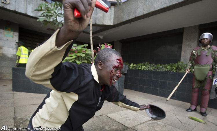 دو تصویر از میزان خشونت پلیس کنیا (+عکس)
