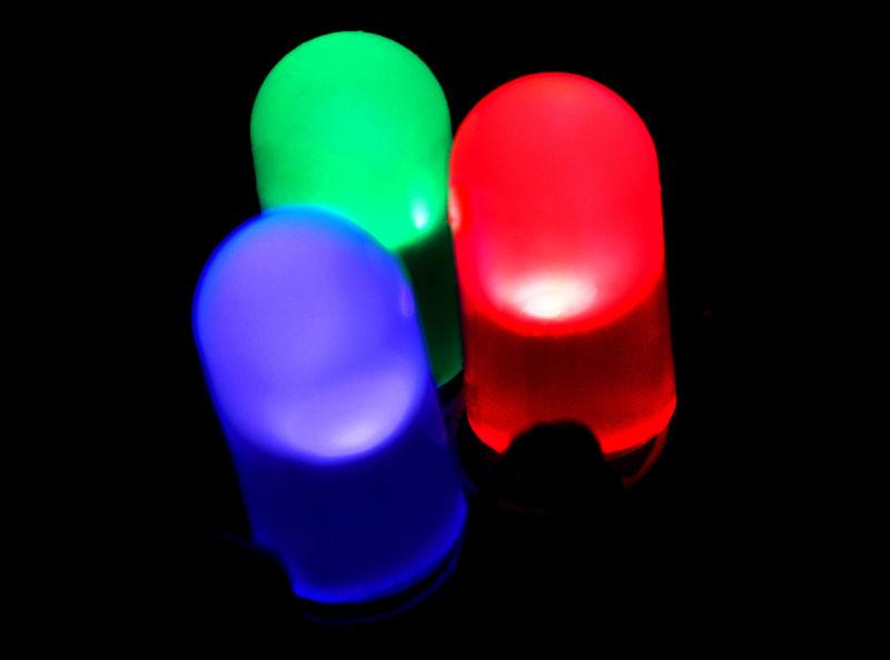 دیودهای نورانی؛از ابتدا تا انتها (LED)