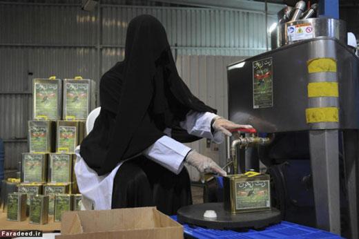 پوشش عجیب زن عربستانی در محل کار (+ عکس)
