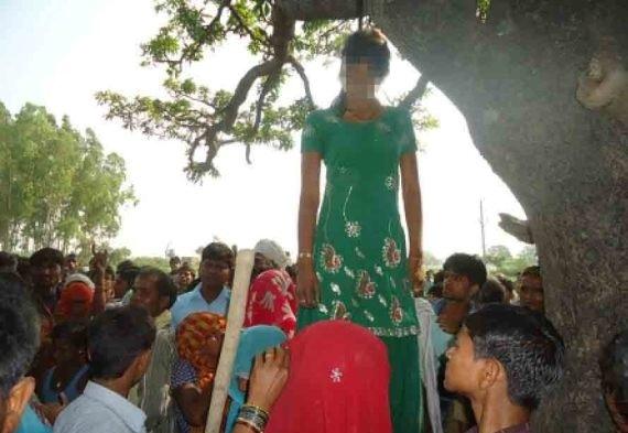 تجاوز گروهی به یک دختر هندی و آویزان کردن او از درخت! (+ عکس)