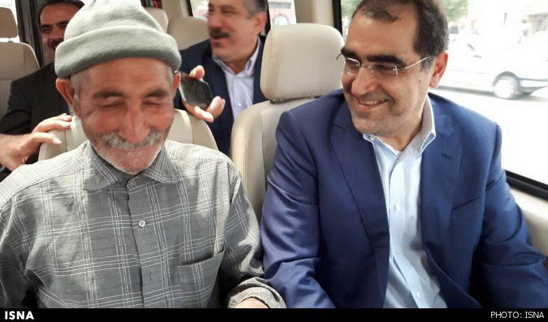 پیرمردی که میهمان خودروی آقای وزیر شد (+عکس)