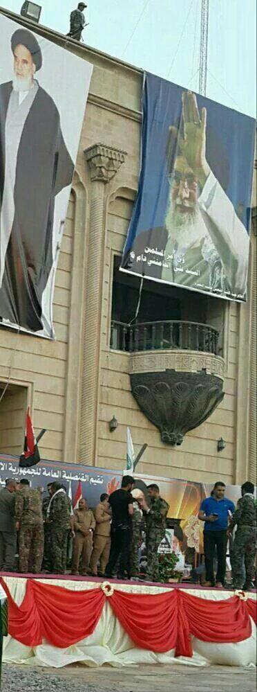 بنر امام و رهبری بر بالکن کاخ صدام (عکس)