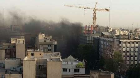 آتش سوزی در خیابان ولیعصر تهران یک مصدوم به جا گذاشت