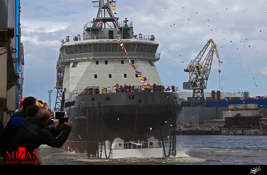 روسیه از ناو یخشکن جدید خود رونمایی کرد (+عکس)