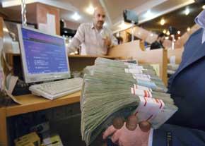 حداقل حقوق کارمندان دولت ۹۰۰ هزار تومان و حداکثر ۶ میلیون و ۳۰۰ هزار تومان