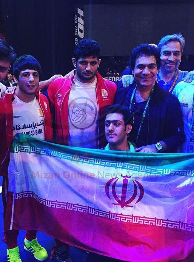 خواننده لسآنجلسی در بين كشتیگيران ايرانی (+ عکس)
