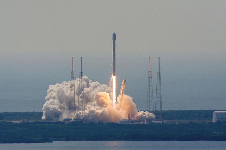 انفجار موشک فالکون 9 در لحظه فرود