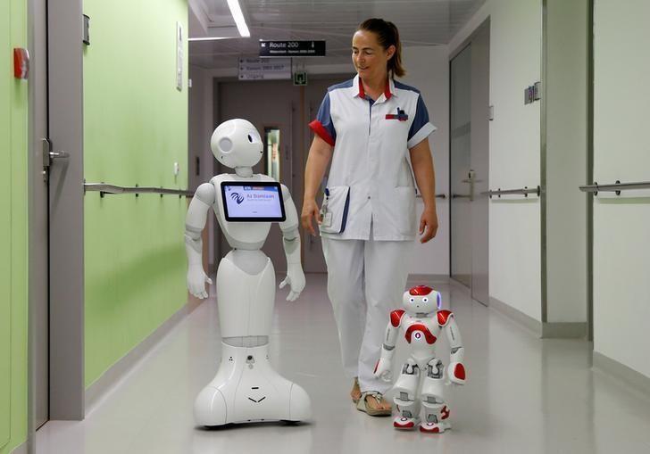 مسئول پذیرش این بیمارستان یک روبات است