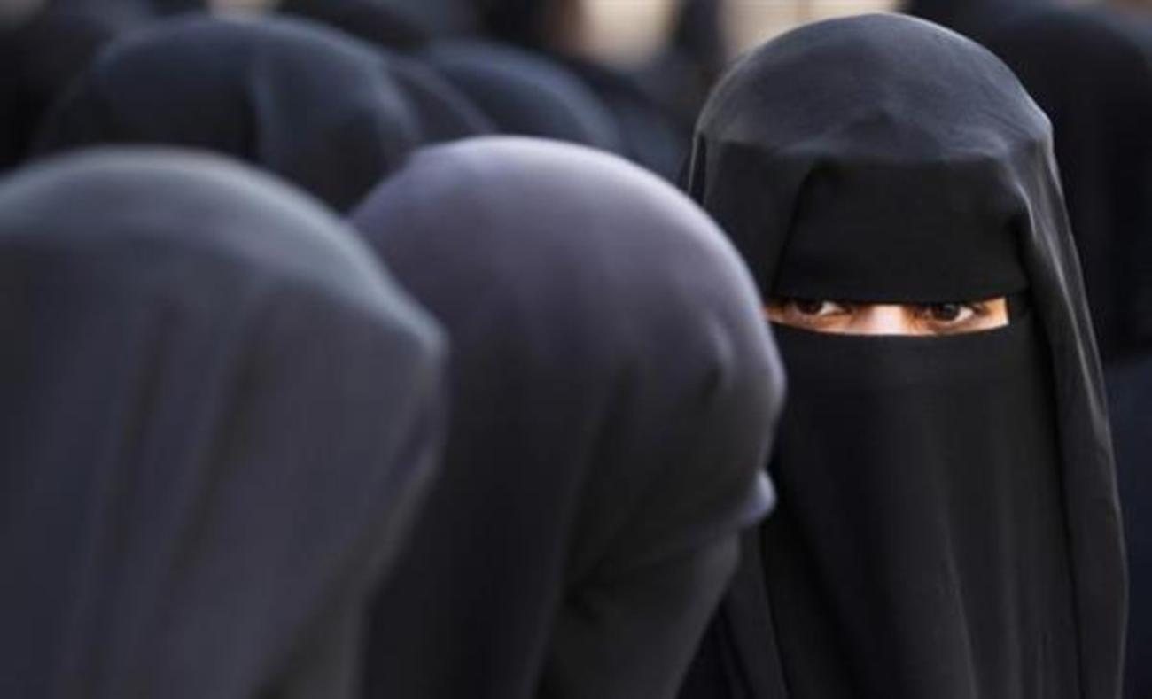 روش داعش برای تشخیص زنان مجرد (+ عکس)